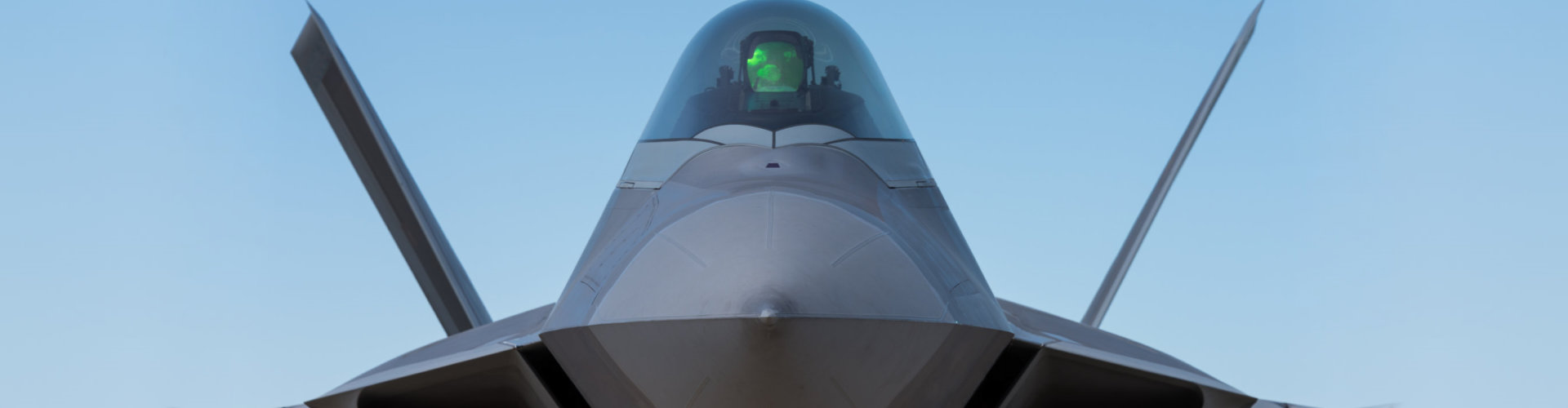 F-22 Raptor fighter bomber front view